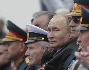 Putin na vojnoj paradi čestitao Dan pobede nad fašizmom (FOTO) 33