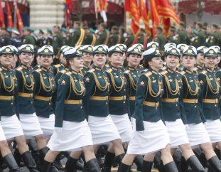 Putin na vojnoj paradi čestitao Dan pobede nad fašizmom (FOTO) 28