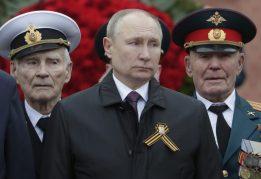 Putin na vojnoj paradi čestitao Dan pobede nad fašizmom (FOTO) 24