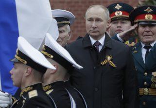 Putin na vojnoj paradi čestitao Dan pobede nad fašizmom (FOTO) 16