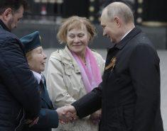 Putin na vojnoj paradi čestitao Dan pobede nad fašizmom (FOTO) 22