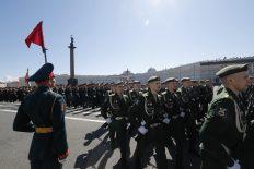Putin na vojnoj paradi čestitao Dan pobede nad fašizmom (FOTO) 89