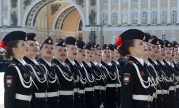 Putin na vojnoj paradi čestitao Dan pobede nad fašizmom (FOTO) 90