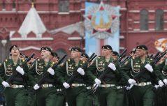 Putin na vojnoj paradi čestitao Dan pobede nad fašizmom (FOTO) 73