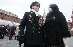 Putin na vojnoj paradi čestitao Dan pobede nad fašizmom (FOTO) 82