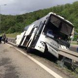 Prevrnuo se autobus kod Bubanj potoka, povređeno sedam osoba, saobraćaj otežan na autoputu prema Nišu 11