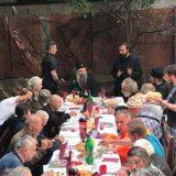 Patrijarh za Uskrs na ručku sa beskućnicima 2