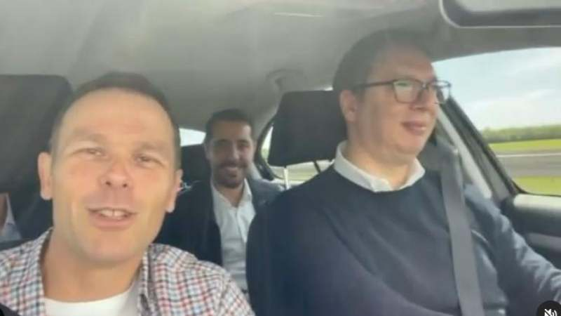 Vučić za volanom automobila tokom nenajavljene posete Šapcu (VIDEO) 1