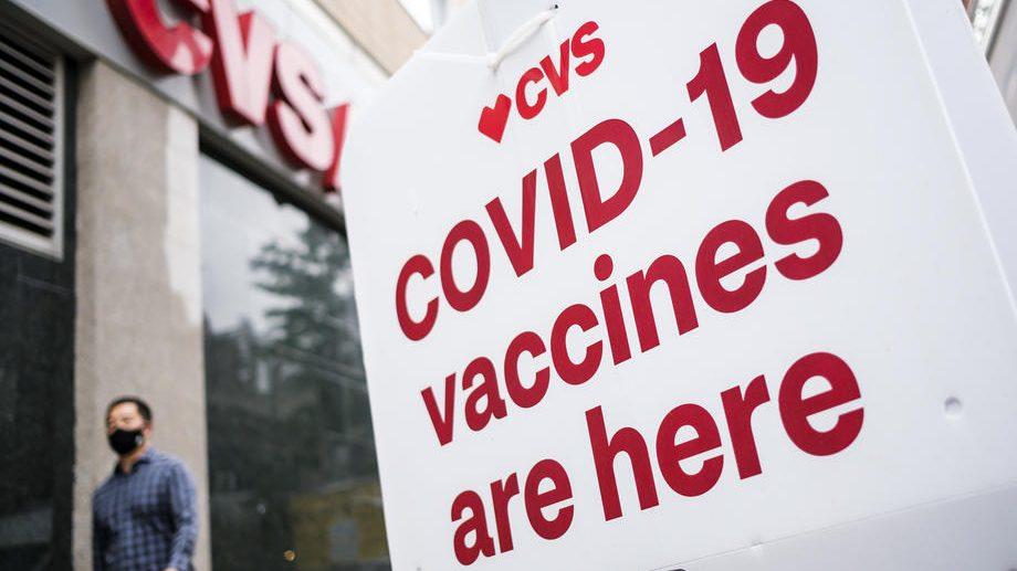 SAD postigle veliki pad broja umrlih od kovida i rast broja vakcinisanih 1