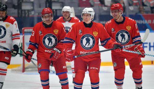 Putin pred publikom igrao hokej 4