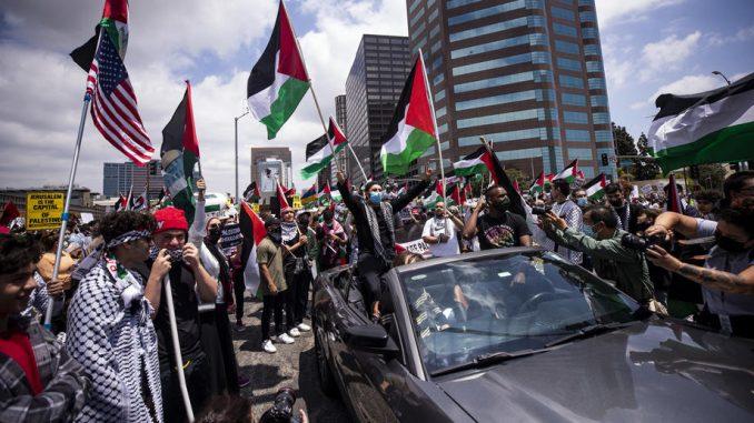 Hiljade demonstranata na ulicama većih gradova SAD tražilo prekid vazdušnih napada na Gazu 4