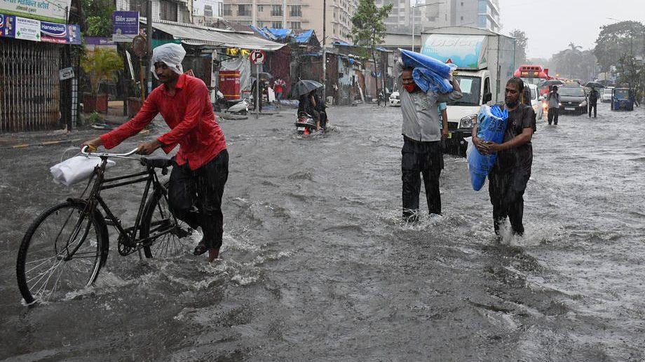 Ciklon u Indiji odneo 12 života, na hiljade evakuisanih 1
