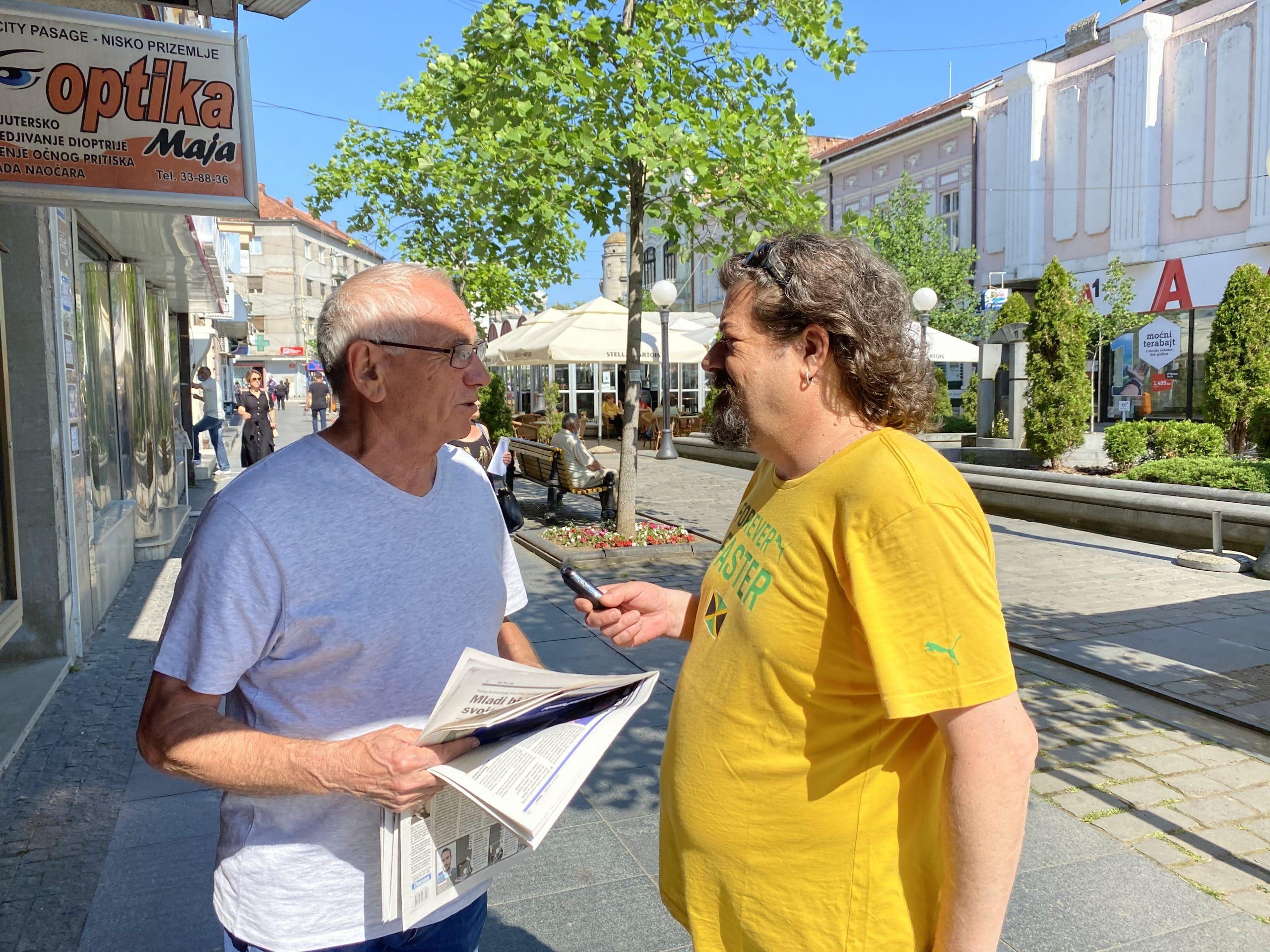 Novinari i urednici Danasa delili rođendanski broj na ulicama više gradova (FOTO) 28