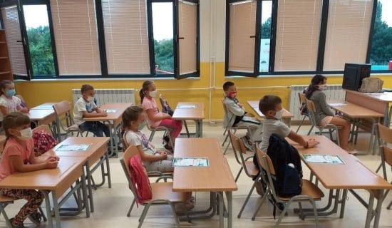 """Udruženje """"Roditelj"""": Krizni štab i Tim za škole da usaglase stavove 13"""