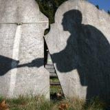 HIV u Srbiji i svetu: Kako žive i umiru ljudi koji imaju HIV i zašto ih sahranjuju u metalnim sanducima 10
