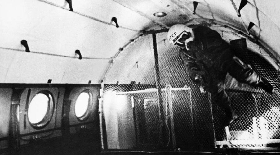 Kosmonauti su morali da prođu mnoge iste vežbe koje su radili i Nasini astronauti, kao što je trening u bestežinskom stanju