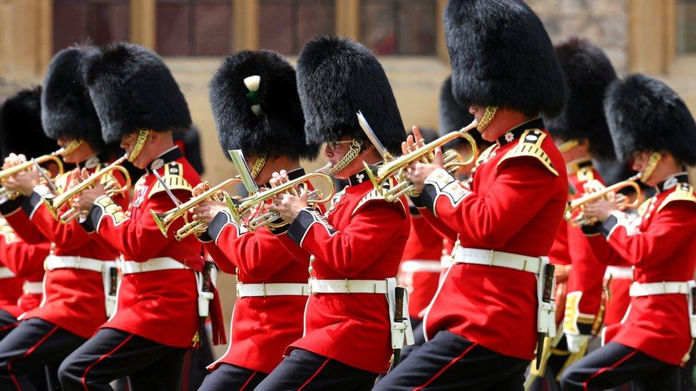Ceremonija je održana u dvorcu Vindzor umesto u Londonu.