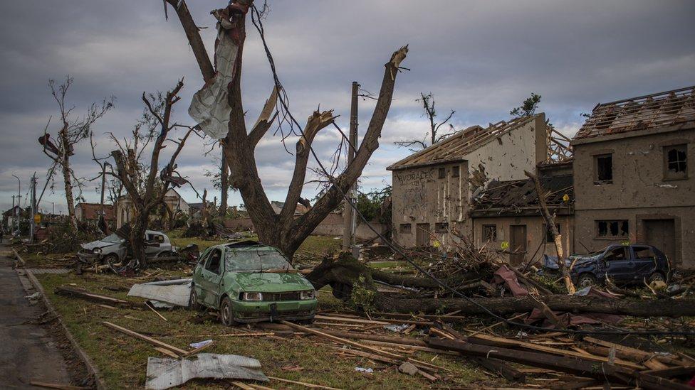 Češka i nevreme: Moćni tornado protutnjao kroz sela - najmanje četvoro mrtvih, više od 100 povređeno 15