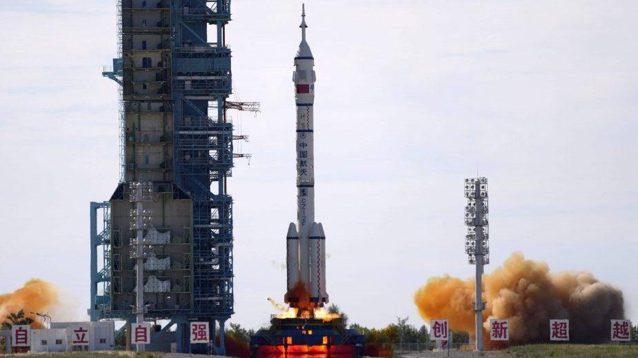Ka novoj kineskoj svemirskoj stanici poletela raketa sa tri astronauta 16