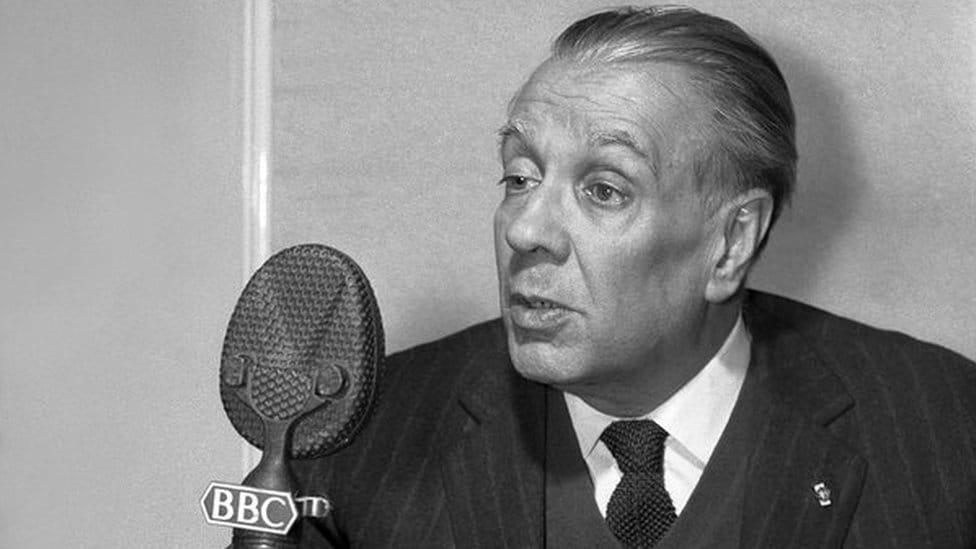 Fotografija Horhea Luisa Borhesa tokom intervjua za BBC 1963. godine