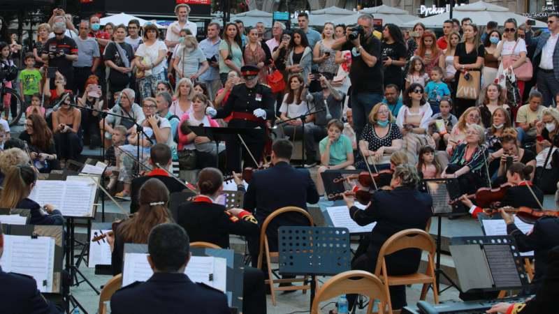 Spontani koncert vojnih okrestara Srbije i Velike Britanije (VIDEO) 1