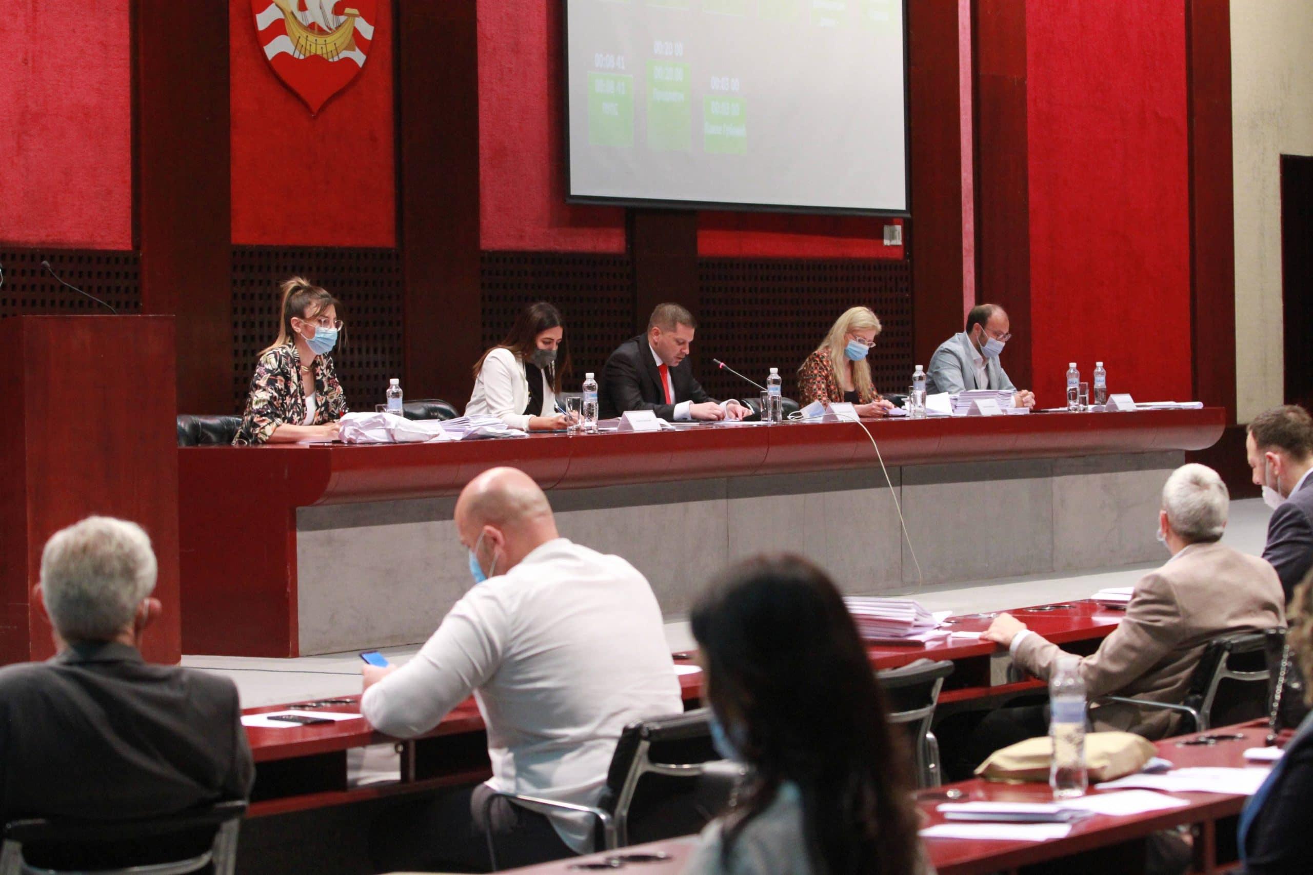 """""""Himna Beogradu"""" Mladenovića i Logara zvanična pesma grada Beograda 1"""