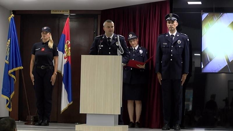 NoviPazar:Policijaradiprofesionalno 1