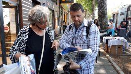 Novinari i urednici Danasa delili rođendanski broj na ulicama više gradova (FOTO) 16
