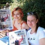 Novinari i urednici Danasa delili rođendanski broj na ulicama više gradova (FOTO) 2