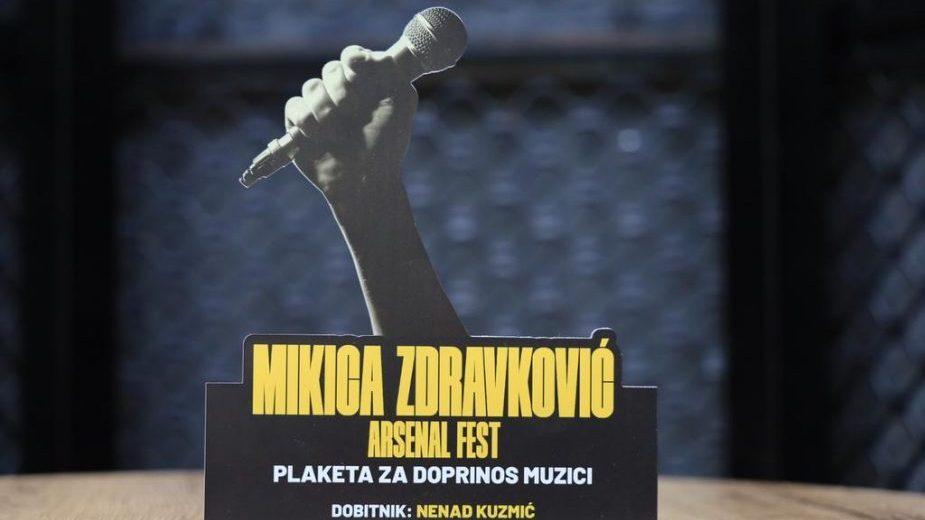 """Arsenal Fest dodelio plaketu """"Mikica Zdravković"""" muzičkom uredniku Radio Beograda 202 1"""