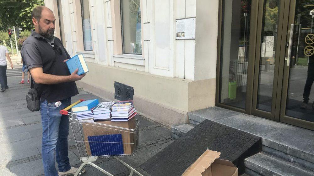 List Danas poklanja 4.000 knjiga bibliotekama u Srbiji 1