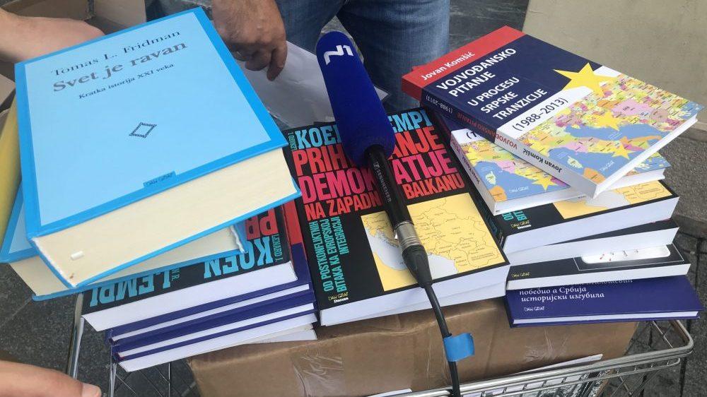 List Danas poklanja 4.000 knjiga bibliotekama u Srbiji 3