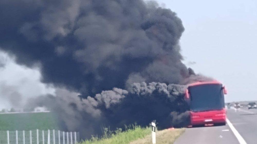 Autobus iz Novog Pazara se zapalio kod Kačanika, nema povređenih 1