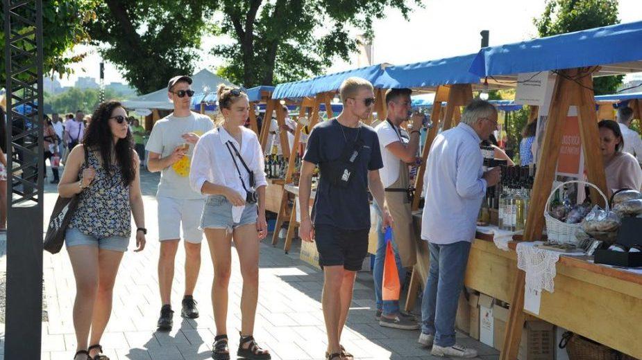 """Otvoren treći """"Good food and wine"""" festival na Sava promenadi (FOTO) 1"""