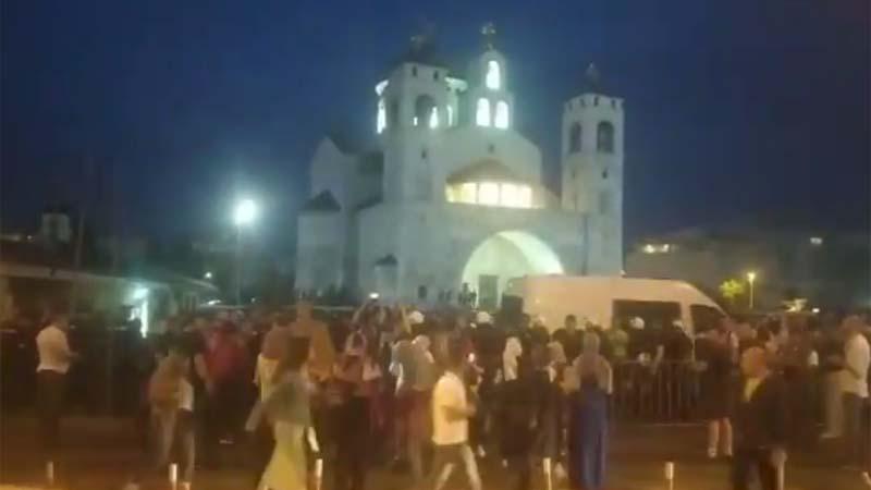 Policija u Podgorici sprečila sukob učesnika auto-kolone i pristalica SPC 1