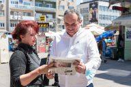 Novinari i urednici Danasa delili rođendanski broj na ulicama više gradova (FOTO) 5