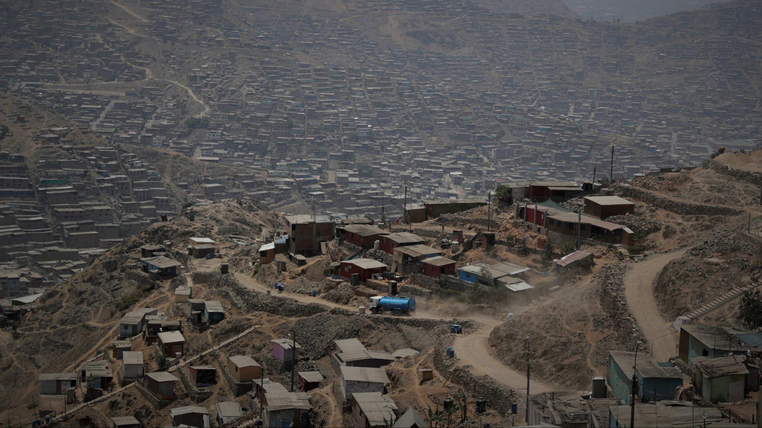 U Peruu autobus se survao niz liticu, poginulo 27 rudara 1