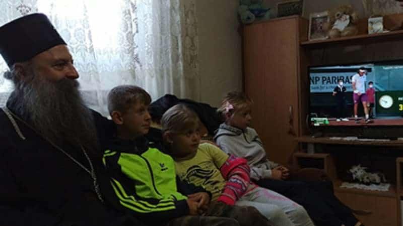 Patrijarh u Bujanovcu sa decom gledao Rolan Garos 1