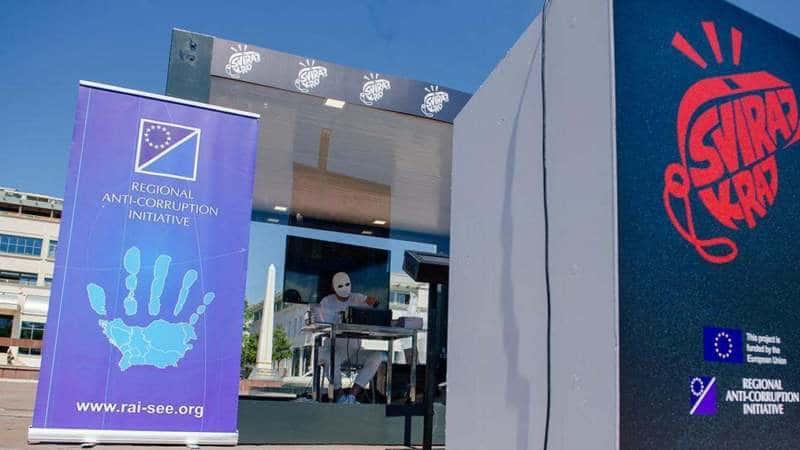 Antikorupcijski performans na Trgu nezavisnosti u Podgorici 1