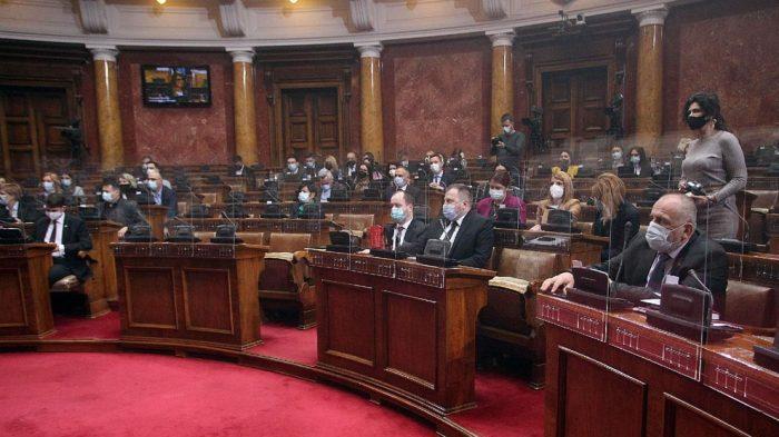 Usvojen zakon o zaštiti ćirilice, poslanici uglavnom o Vučiću i stradanju Srba 1