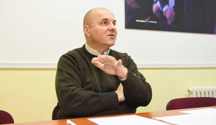 """Novaković o """"razgovoru"""" Vučevića s kajakašima: Gruba manipulacija i zloupotreba dece u političke svrhe 1"""
