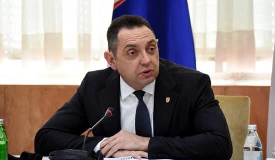 Vulin: Zanimljiv stoički mir kojim članovi SNS-a posmatraju kampanju protiv Danila Vučića 12