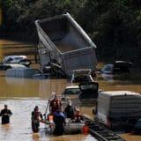 Merkel obišla poplavljene oblasti, obećala pomoć i bržu borbu protiv klimatskih promena 8