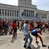 Uhapšeno više od sto ljudi širom Kube 10