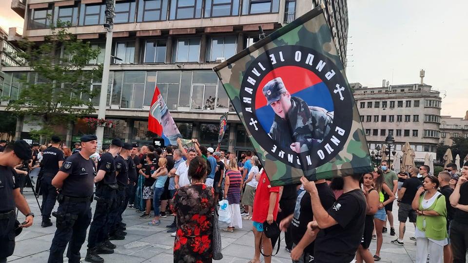 Performans Žena u crnom o Srebrenici, prisutni desničari skandirali Ratku Mladiću 1