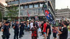 Performans Žena u crnom o Srebrenici, prisutni desničari skandirali Ratku Mladiću 4