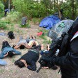 MUP: Kod Srpskog Krstura otkriven ilegalni kamp migranata (FOTO) 12
