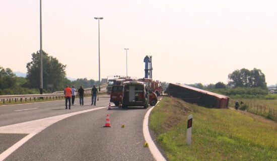 Zbog nesreće u Slavonskom Brodu vozaču određen pritvor od 30 dana, njegov advokat odbacuje navode da je zaspao 1