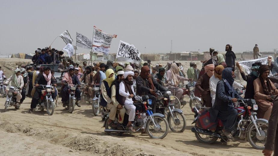 Avganistanski vojnici beže u Pakistan, Vlada Avganistana demantuje 1