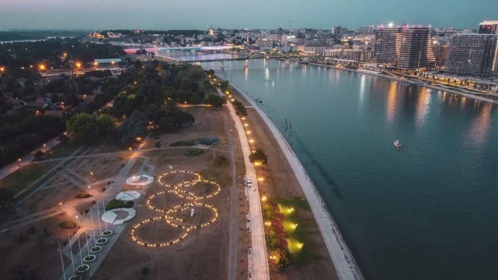 Osvetljeni olimpijski krugovi pored Save u čast srpskih sportista 1